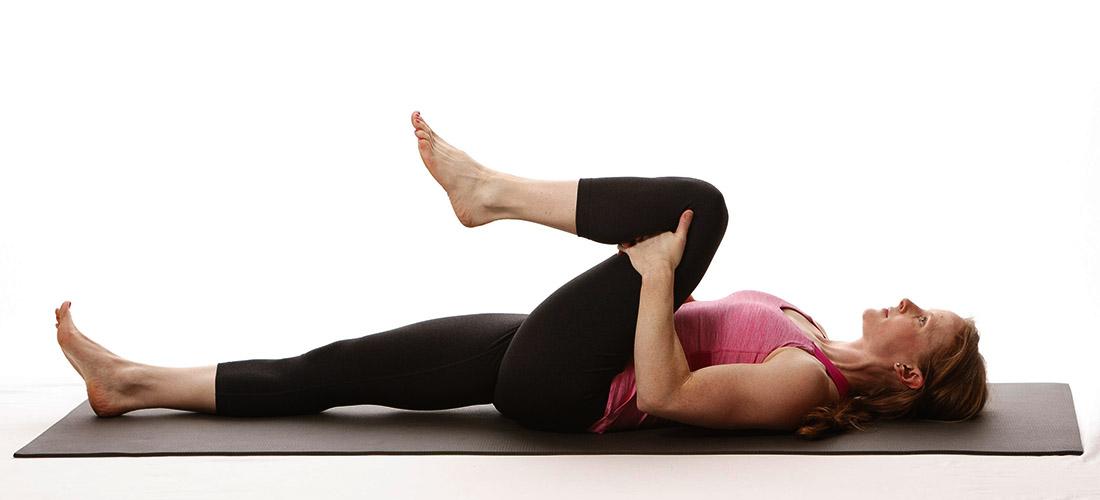 knee hug glute stretch